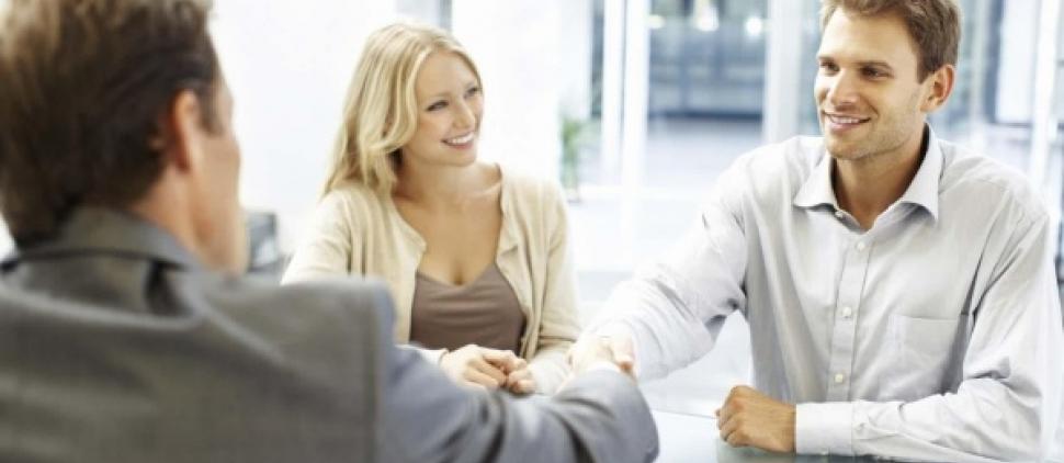 Obsluha reálných klientů se mezi bankami meziročně velmi vyrovnala