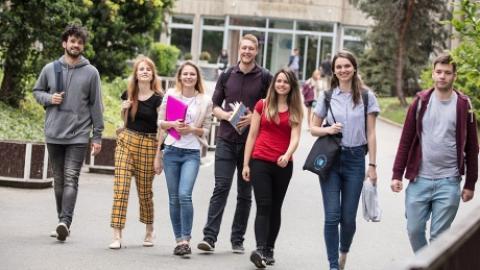 Jak bojují soukromé vysoké školy o studenty?